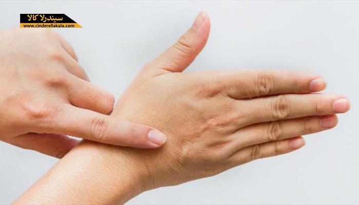 راه های درمان خشکی پوست دست با روش های خانگی در روزهای سرد زمستانی